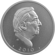 Porträt Hans-Jörg Kellners auf der für ihn von Erich Ott zum 90. Geburtstag geschaffenen Medaille. Die Rückseite weist auf das Engagement des Verstorbenen hinsichtlich des Schatzfundes von Weißenburg hin, den er 1980 für den Freistaat Bayern kaufen konnte.