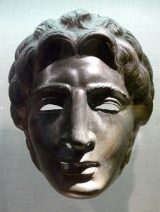 Maske eines römischen Paradehelms. Foto: Wolfgang Sauber / Wikipedia.