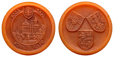 Los 1363: Deutschland, Königsberg 1933, Bernsteinmedaille auf die 600-Jahrfeier des Königsberger Doms. Ausruf: 500 Euro, Zuschlag: 750 Euro.