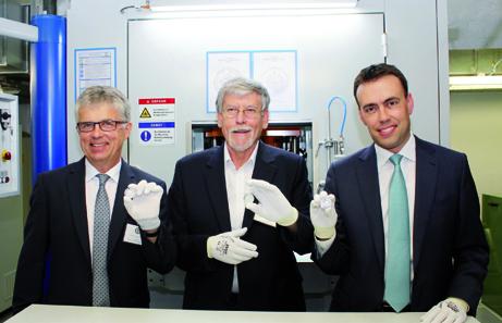 Erstprägung durch Herrn Minister Nils Schmid (rechts), Herrn Bernd Wendhut / Künstler (Mitte) und Herrn Dr. Peter Huber / Münzleiter (links).