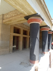 Restored façade of the Palace of Knossos. Photograph: Deror avi / http://creativecommons.org/licenses/by-sa/3.0