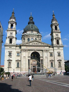 Thanks to the invention of Kornél Szilvay, the fire in the Saint Stephen's Basilica in Budapest in 1947 was extinguished without water damage. Photograph: Wikipedia / Attila Terbócs. https://creativecommons.org/licenses/by-sa/3.0/deed.de
