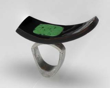 The Japanese lacquer technique urushi, with its silky lustre, appears here in a new aesthetic. The coconut shell has undergone a metamorphosis. Ring, 2007, Salome Lippuner (born 1956), Switzerland. Silver, coconut shell with black lacquer, jade. © Swiss National Museum.