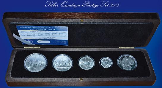Das Silber Quadriga Prestige Set wird in einer repräsentativen Holzschatulle geliefert.