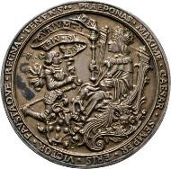 Los 2034: Maximilian I. 1493-1519, Hohlgussmedaille 1518. Auf die Aussöhnung des Ritters Franz von Sickingen mit Kaiser Maximilian I. Wellenh:6795 (AE), Habich:I/1, 25 R, vzgl. Schätzpreis: 3.000 Euro.