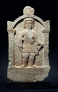 Marmor-Grabstein eines Venators, römisch, drittes Jahrhundert nach Christus. Startpreis: 35.000 Euro.