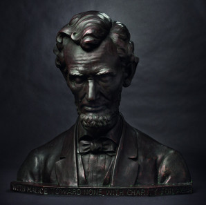 Abraham Lincoln - larger-than-life bronze bust, circa 1939 by Joseph Kapfenberger. Starting price: 12,000 Euros.