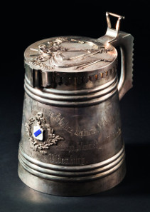 Silver tankard - present 100th anniversary of the 67th Tarutinsky Infantry. Starting price: 28,000 Euros.