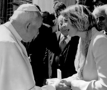 Taya Pobjoy succeeded Derek as Managing Director in 1998. She is photographed meeting His Holiness Pope John Paul II. The Pope is presented with a coin depicting the birth of Christ produced by her family's mint which was blessed by the Holy Father.