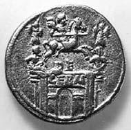 16 (21) RIC I2, 3. Claudius, Aureus, Rom 42 n. Chr., Vs: Porträt von Drusus I., Vater des Claudius. Rs: Triumphbogen mit Reiterstatue zwischen Tropaia.