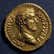 28 (38) RIC III, 147. Antoninus Pius, Aureus, Rom 145-161 n. Chr., Gewicht: 7,480 g. Vs: Portraitbüste. Rs: Sitzende Roma mit Palladion.