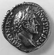 29 (39) RIC III, 294a (d). Antoninus Pius, Aureus, Rom 158-159 n. Chr., Gewicht: 7,32 g. Vs: Kopfportrait mit Lorbeerkranz. Rs: Kaiser opfert mit Schale über Dreifuß.
