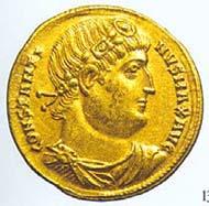 37 (57) RIC VII, 189. Constantinus I. d. Gr., Solidus, Saloniki 332 n. Chr., Gewicht: 4,45 g.  Vs: Panzerbüste mit Diadem. Rs: Victoria mit Tropaion und Palmzweig.