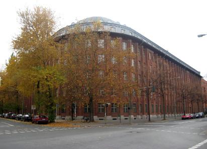 Gebäude der früheren Reichsschuldenverwaltung, Ecke Oranienstraße / Alte Jakobstraße in Berlin-Kreuzberg.