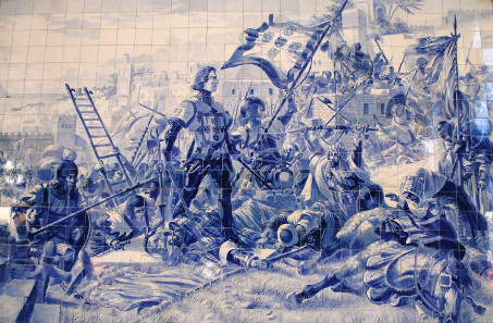 Prince Henry the Navigator during the conquest of Ceuta 1415, panel of azulejos by Jorge Colaco at the Sao Bento railway station. Photograph: HombreDHojalata / http://creativecommons.org/licenses/by-sa/4.0/