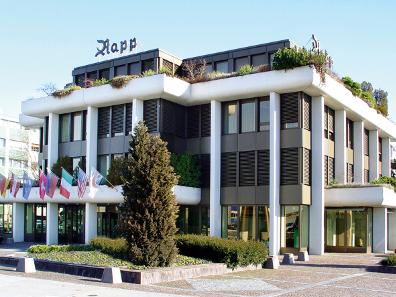 Die großzügigen Räumlichkeiten des Geschäfts- und Auktionshauses Rapp in Wil bieten ausreichend Platz für die Ausstellung.