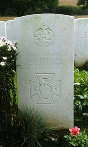 Grave photo of Victoria Cross recipient Donald Simpson Bell. Photo by Terry Macdonald / Wikipedia.