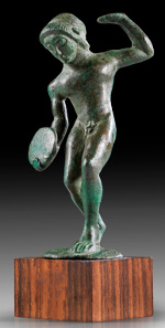 Lot 24: Discobolus. Etruscan, 2nd quarter 5th cent. BC. Solid bronze cast. Excellent style, green patina, intact. Estimate: 35,000,- euros. Provenance: Acquired by Dr Leo Mildenberg for the R.G. Collection, Germany, in 1974-1990. Published in: Italy of the Etruscans. Exhibition Jerusalem (1991), 135 f. cat. nr. 150.