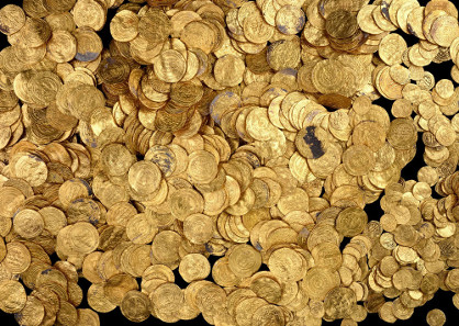 The treasure consists of nearly 2,600 gold coins. Photographed by Clara Amit, Israel Antiquities Authority. With permission of the Israel Antiquities Authority.