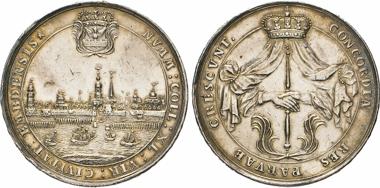 Los 700: Emden. Silbermedaille 1734 (unsigniert) des Vierziger-Kollegiums. Mit Randschrift. Knyph. 6312 (ohne Randschrift, 6313 von 1718 mit Randschrift).