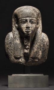 Oberkörper einer Granitstatue, altägyptisch, Mitte zweites Jahrtausend vor Christus. Zuschlag: 25.000 Euro. Copyright Hermann Historica oHG 2015.
