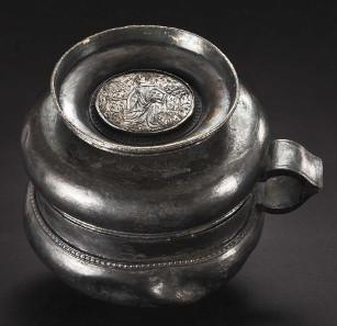 Silberner Doppelbecher, deutsch, erste Hälfte des 14. Jahrhunderts. Zuschlag: 19.000 Euro. Copyright Hermann Historica oHG 2015.