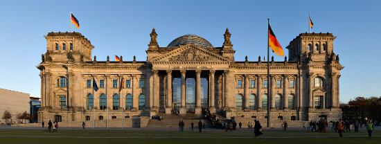 Im historischen Reichstagsgebäude der Hauptstadt tagt heute der Bundestag. Foto: Jürgen Matern / Wikimedia Commons.
