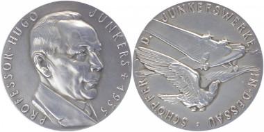 Medaille von Karl Goetz zum Tod von Professor Hugo Junckers. 1936. Kienast 515, Slg.Böttcher 6429, Kaiser 1112.3. Vorzüglich-Stempelglanz. 575 Euro.