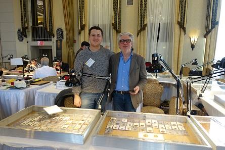 Wie zum Beispiel die liebenswerten Vertreter des Maison Palombo am Stand gegenüber. Das Genfer Auktionshaus hat Niederlassungen in Genf, Marseille und Toulon.