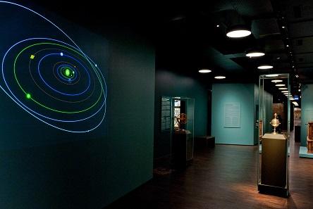 Blick in die Dauerausstellung des Historischen Museums Basel, Kunstkammer-Sektion.