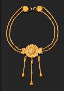 Los 444: Goldene Zweifachkette. Griechisch, ca. 4. Jh. v. Chr. L. ca. 54 cm. Taxe: 27.000,- Euro.