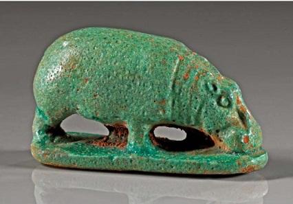 Los 793: Nilpferd. Fayence mit grünlich-türkiser Glasur. Ägypten, Spätzeit. L. 5,2 cm. Taxe 4.800,- Euro.