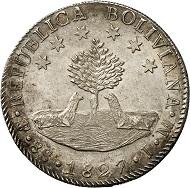 Bolivien. 8 Soles 1827, Potosí. Büste Simón Bolívars in Uniform mit Lorbeerkranz. Rs. Baum zwischen zwei Lamas, darüber sechs Sterne. © MoneyMuseum, Zürich.
