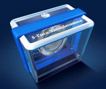 Die von Koziol designte Präsentationsbox präsentiert die Münze quasi