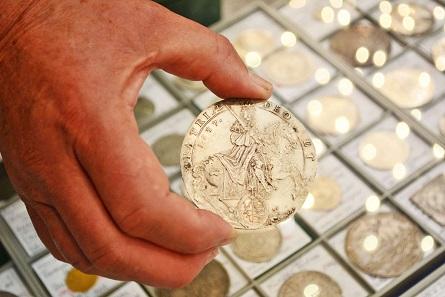 Wer seine Münzen verkaufen will, kann auch von Fachleuten unabhängige Schätzungen erfragen.