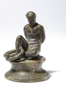 Statuette, gefangener Germane, Bronze, römisch, 1. Jh. n. Chr. Museum August Kestner. Fotograf: Chr. Tepper. © Museen für Kulturgeschichte Landeshauptstadt Hannover.