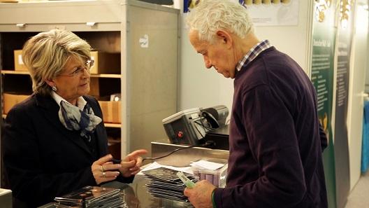 Zum persönlichen Austausch zwischen Händler und Kunde bietet die NUMISMATA in ihrer familiären Atmosphäre immer den geeigneten Rahmen.