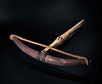 Spätgotische Hornbogenarmbrust mit voll verbeinter Säule, deutsch um 1500. Schätzpreis: 20.000 Euro. © Hermann Historica oHG 2016.
