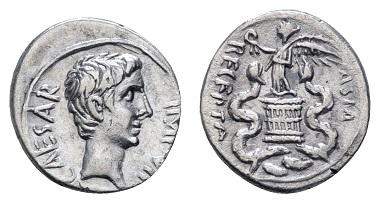 Los 113: Augustus, 27 v.u.Z.-14 u.Z. Quinar 29-27 v.u.Z. Rom oder Brundisium. Ausruf: 150 Euro, Zuschlag: 420 Euro.