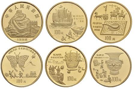 Los 1073: China (Volksrepublik), 100 Yuan (5) 1992 Coins of Invention and Discovery, komplette Serie von 5x 100 Yuan gekapselt in der originalen Lack-Holzschatulle. Ausruf: 15.000 Euro, Zuschlag: 19.000 Euro.