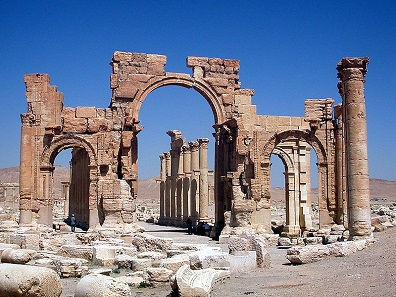 Hadrian's Gate at Palmyra that blown was up by IS terrorists in autumn 2015. Source: Wikicommons.