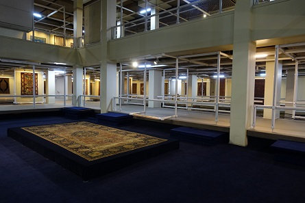 A look into the interior of the carpet museum. Photo: KW.
