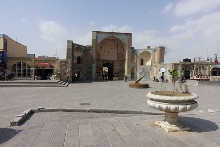 Entrance to the Jameh Mosque of Qazvin. Photo: KW.