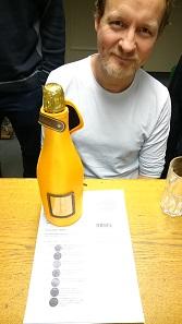 Ein Glas Champagner auf die 200.000. Rechnung.