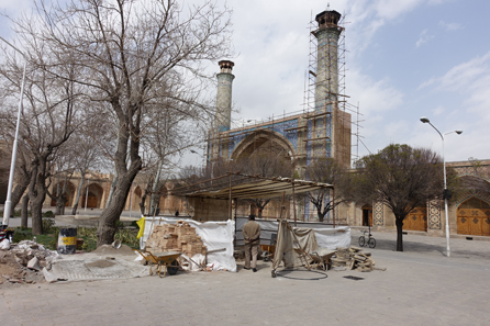 Reconstruction works at the Jameh Mosque of Qazvin. Photo: KW.