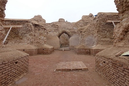 Sassanid fire-temple. The ancient fire-altar used to be where the brick platform is today. Photo: KW.