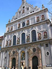 Saint Michael in Munich was built as church of the Society of Jesus. Photo: Luidger / Wikipedia.