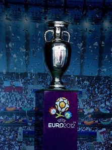 The Delaunay trophy of the UEFA 2012. Photo: DrabikPany / https://creativecommons.org/licenses/by/2.0/deed.de
