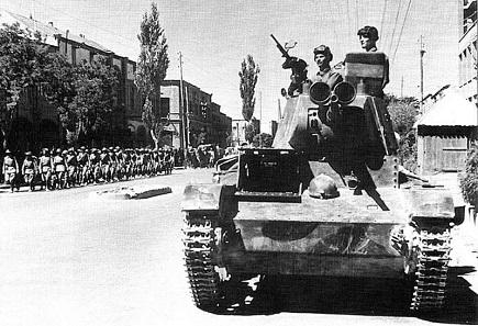 Sowjetischer Panzer in den Straßen von Täbriz anlässlich der Invasion von 1911. Quelle: Wikipedia.