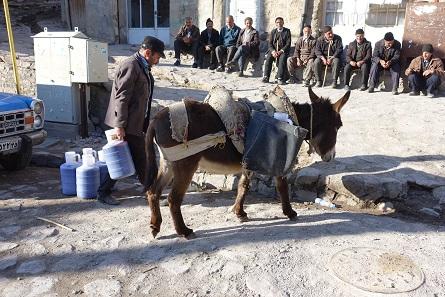 Bei diesen Höhenunterschieden sind Esel das zuverlässigste Transportmittel. Foto: KW.